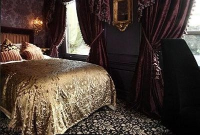 Балдахин для кровати в Готическом стиле