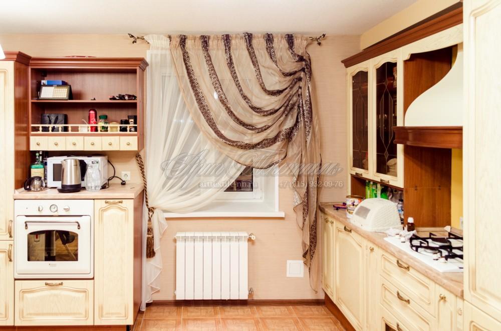 Декоративные тюли на кухню в бежево-коричневых тонах
