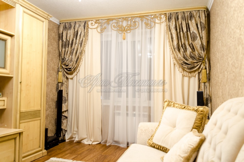 Классические шторы с ажуром из шнураАжурный ламбрекен из шнура смотрится очень легко и оригинально в классическом, дворцовом стиле.