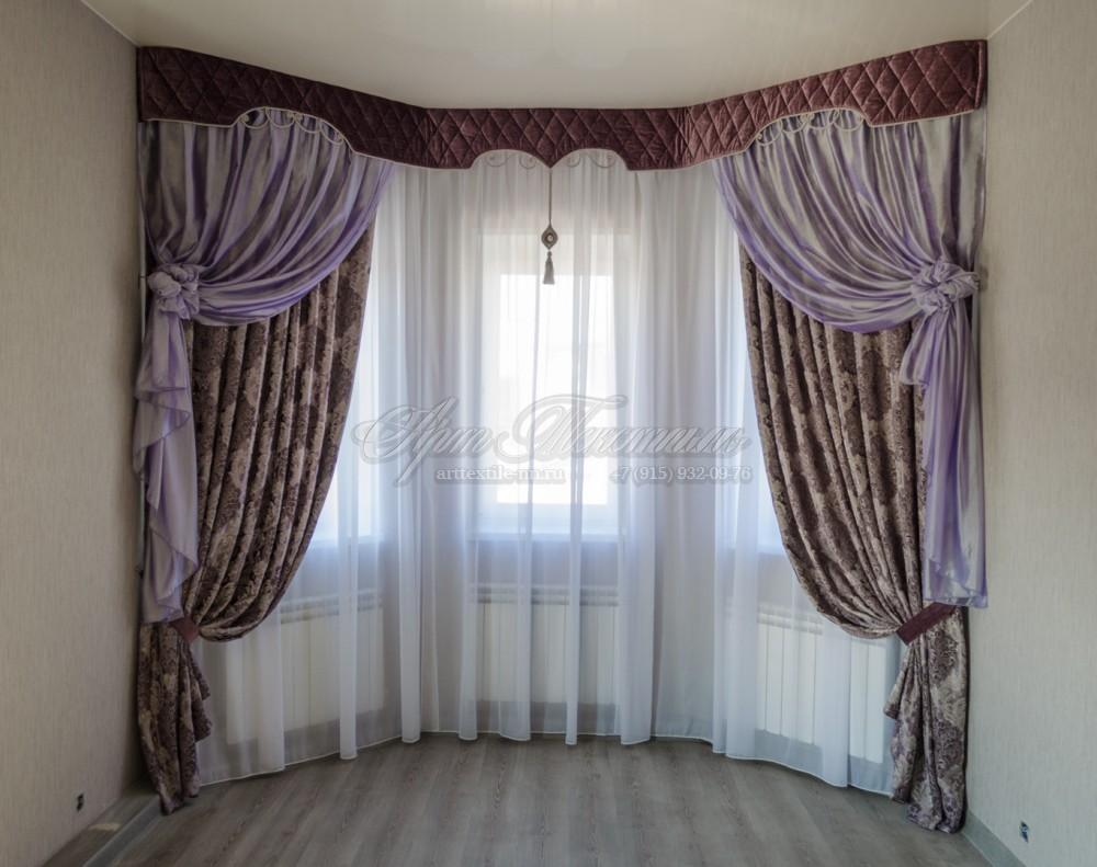 Подростковая комната в выдержанном классическом стиле