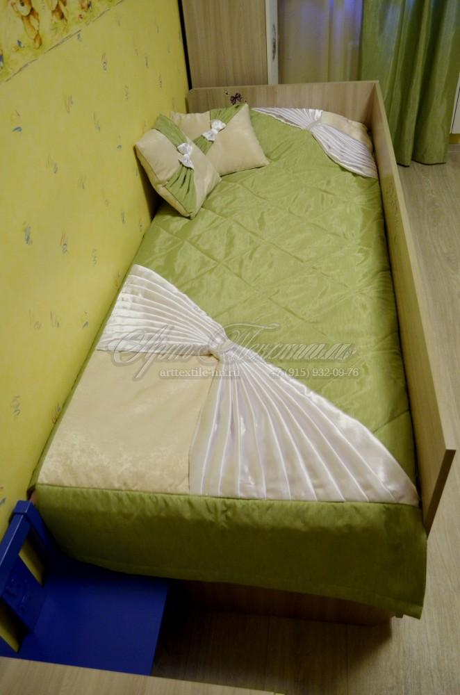 Покрывало и подушки для комнаты девочки