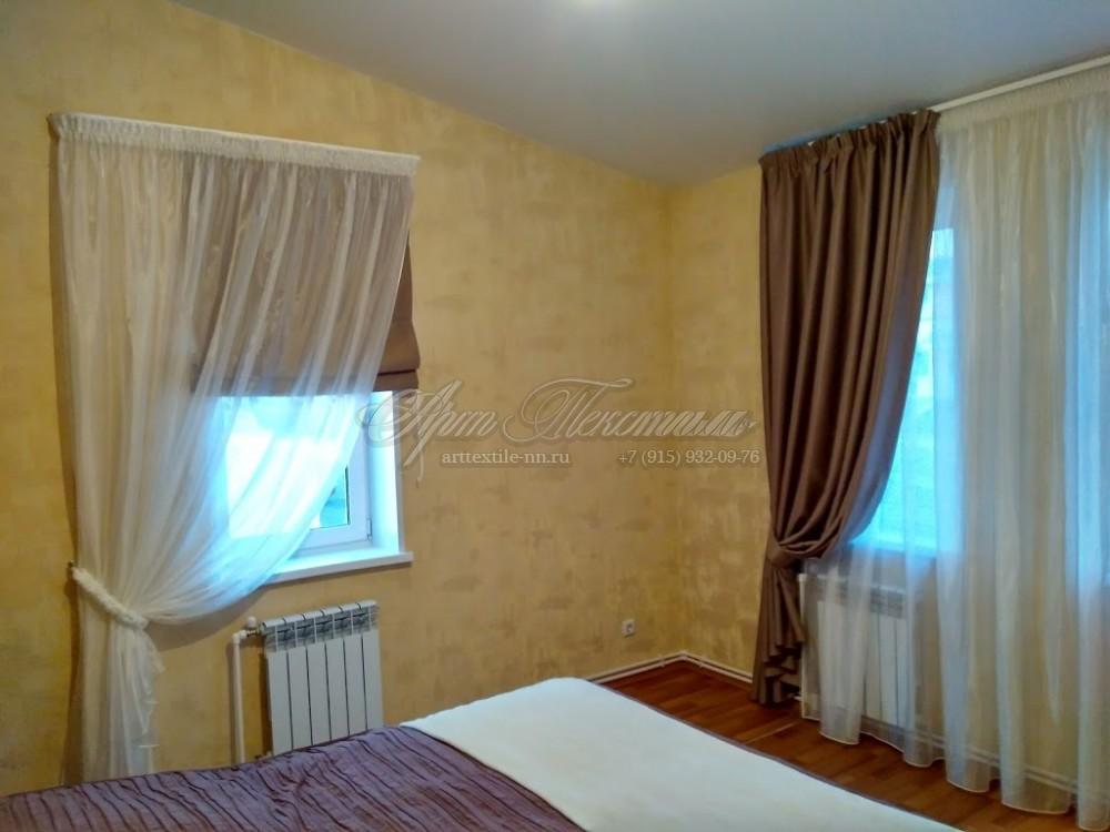 Римская штора для спальни в кофейных тонахРимская штора для спальни в кофейных тонах
