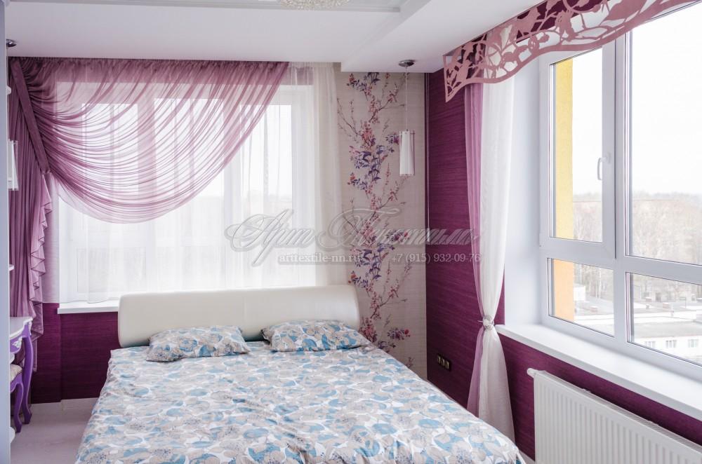 Штора со сборкой в угол, в комплекте с ажурным ламбрекеномКомплект штор на два окна в спальню.