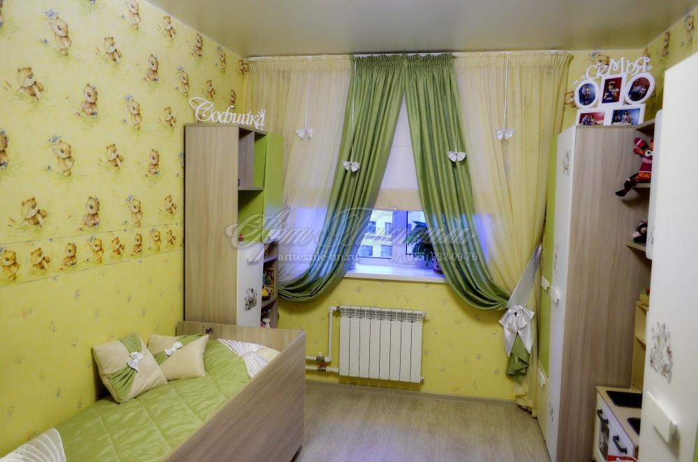 """Шторы для детской комнаты, римские с декором """"бантики"""" и покрывалом"""