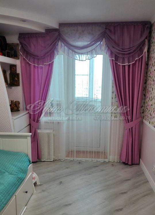 Шторы для детской комнаты с цветочными обоями в розовых тонах.Шторы для детской комнаты с цветочными обоями в розовых тонах.