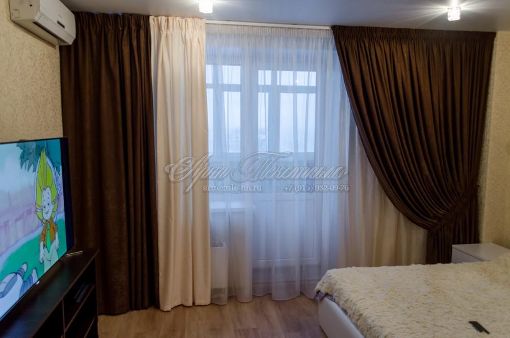 Шторы для гостиной в коричнево-сливочных тонахШторы для гостиной в коричнево-сливочных тонах