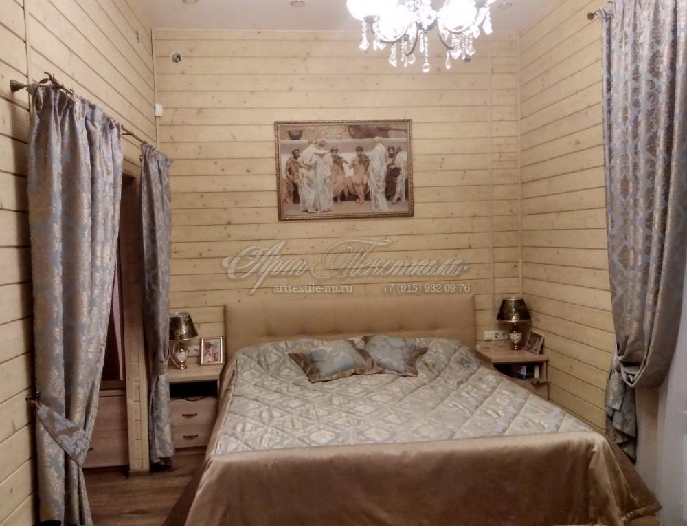 Шторы и покрывало для спальниШторы для спальни голубого цвета с золотым рисунком. Покрывало на синтепоне и подушки.