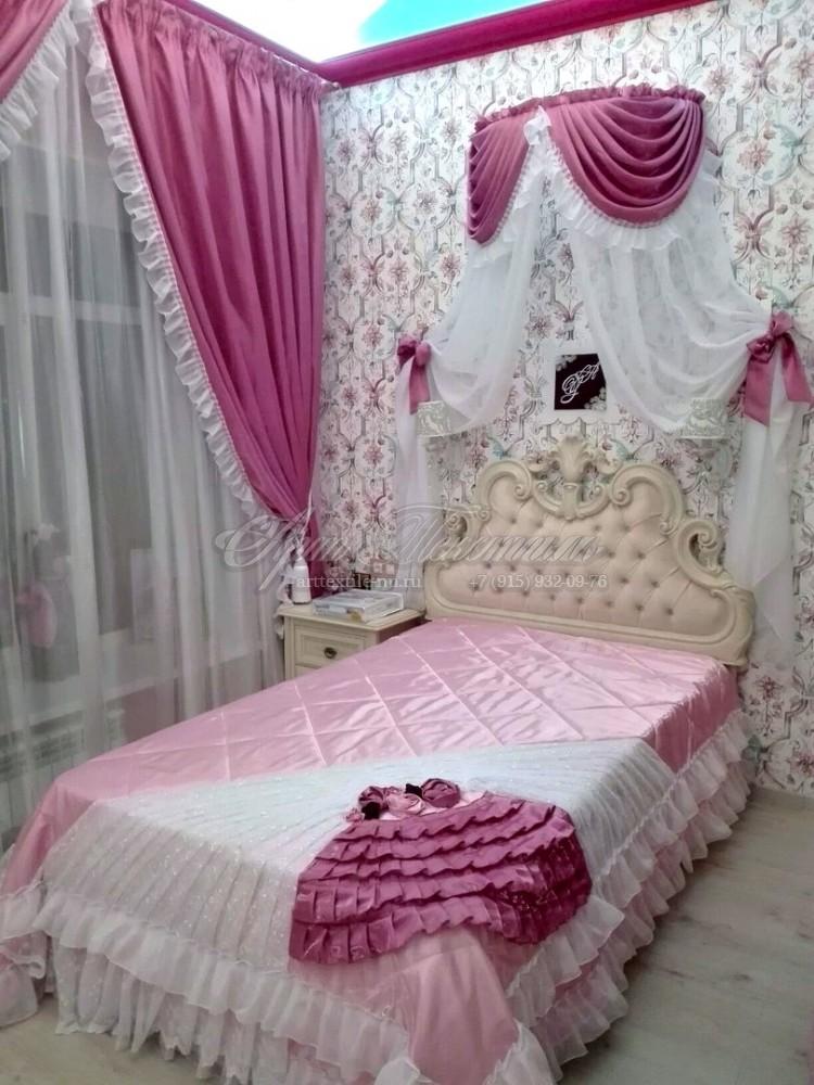 Шторы и покрывало с балдахином для детской комнаты в розовых тонах