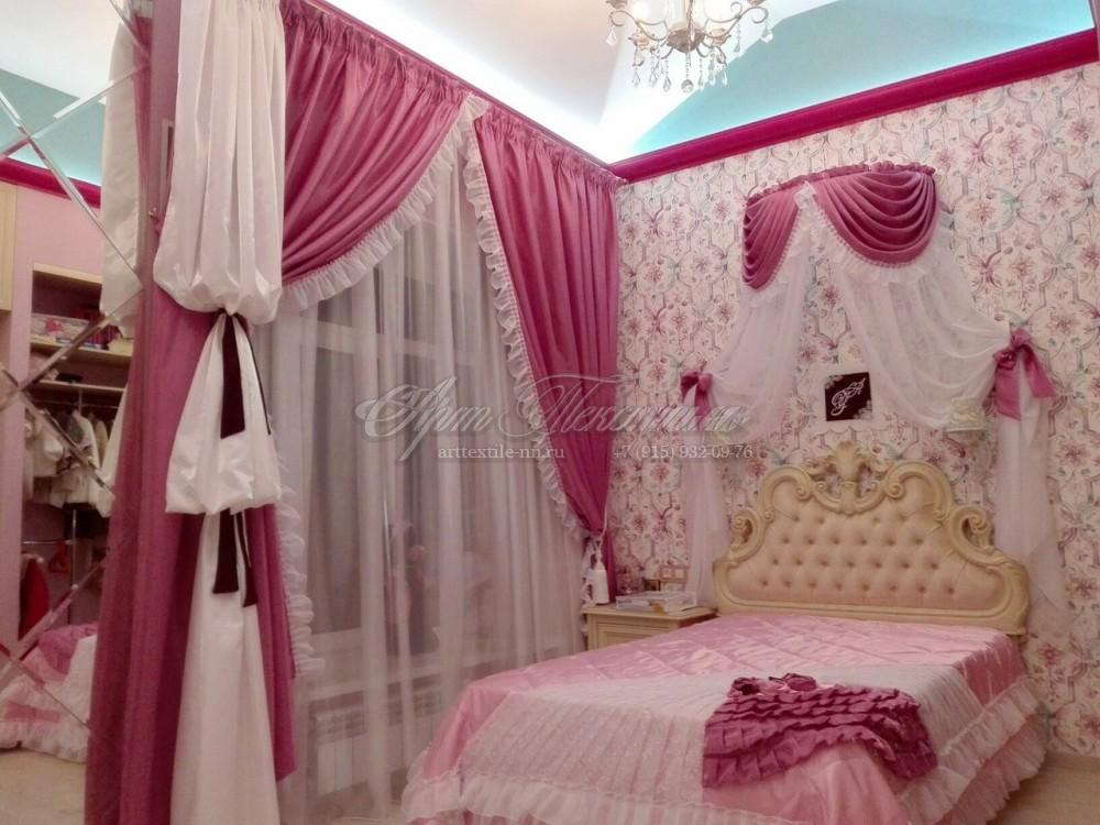 Шторы и покрывало с балдахином для детской в розовых тонах