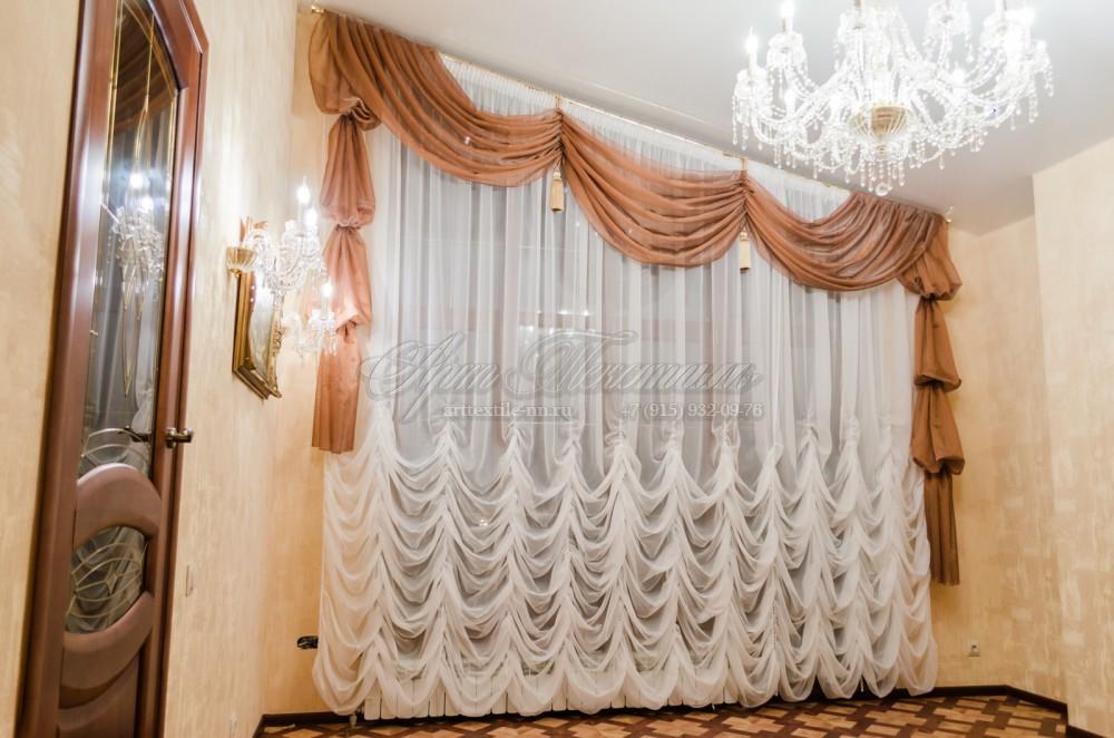 Шторы на панорамное скошенное окно в загородном доме