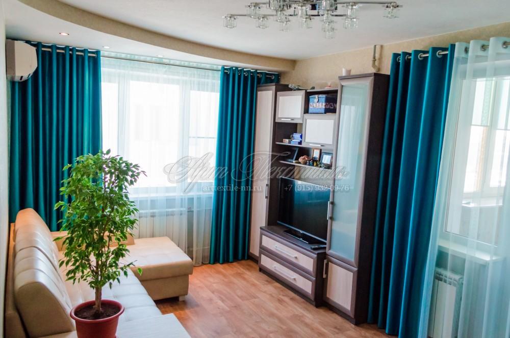 Шторы на люверсах в гостиную в бирюзово-синем цвете