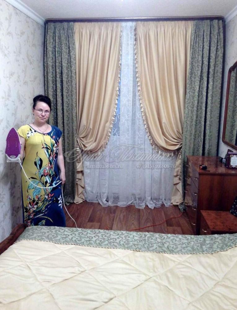 Шторы с бахромой и подшторниками для спальни фисташкового цветаШторы с бахромой и подшторниками для спальни фисташкового цвета