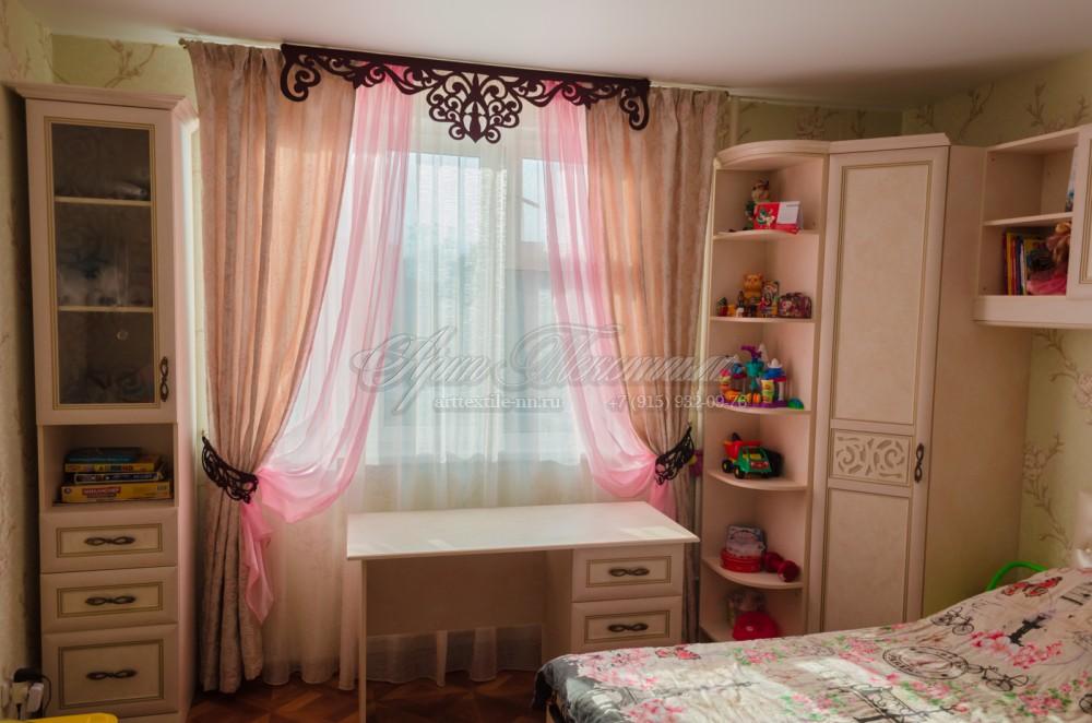 Шторы в детскую комнату девочки в классическом стиле с ажурным ламбрекеном