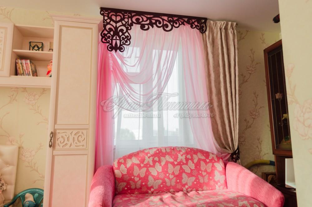 Шторы в детскую комнату девочки в классическом стиле с ажурным симметричным ламбрекеном