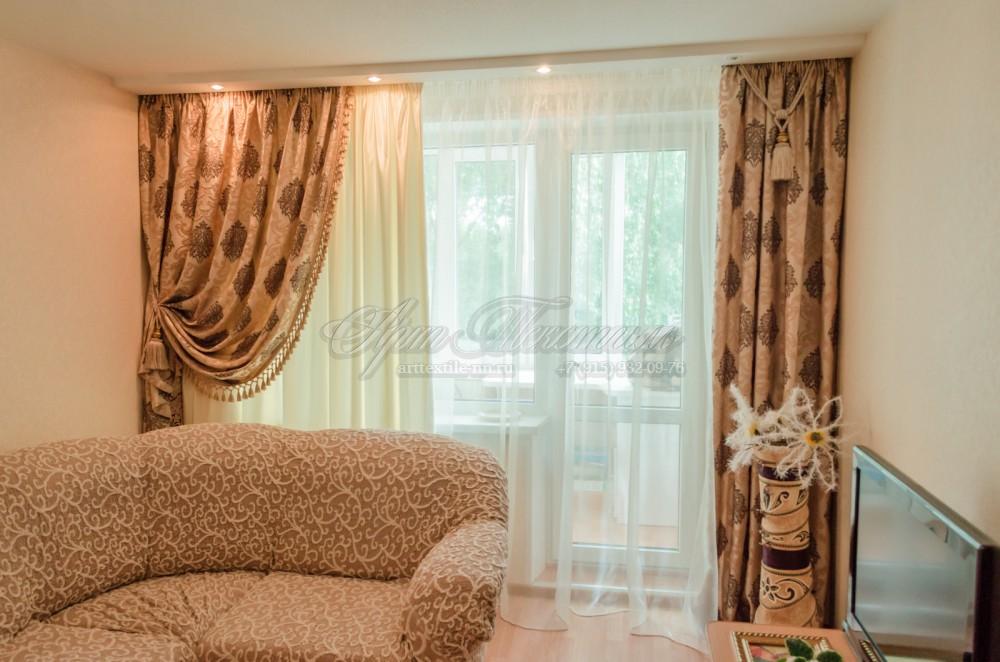 Шторы в гостиную в классическом стиле в бежевых тонах