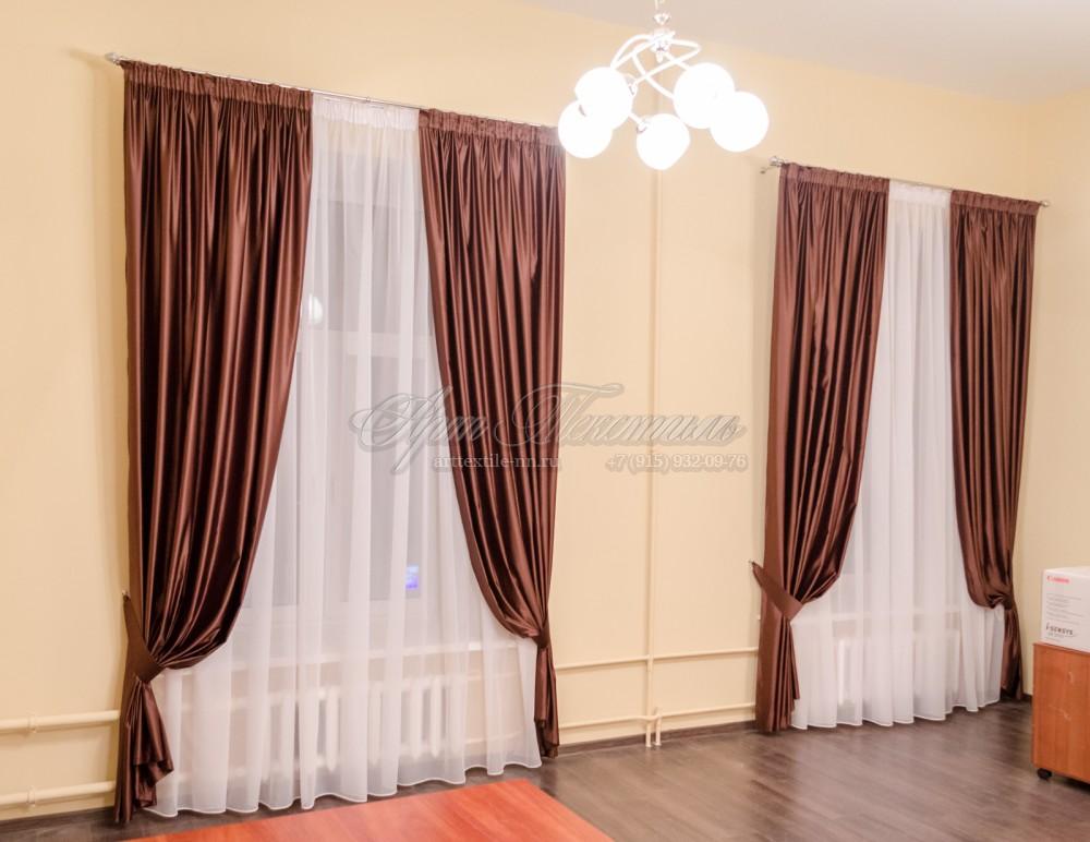 Шторы в кабинет коричневого цвета из искусственного шелка.