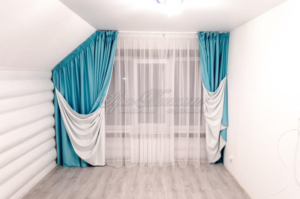 Бирюзовые шторы на белой подкладке