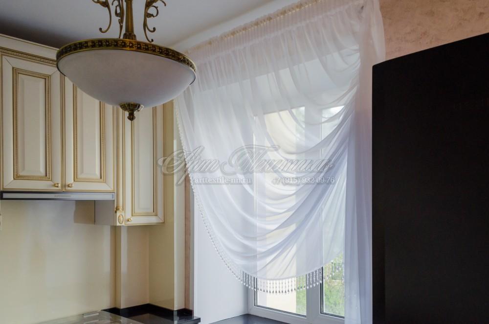 """Тюль для кухни с отделкой """"стеклярус""""Штора для кухни с подкроем """"по косой"""", собранная в угол"""