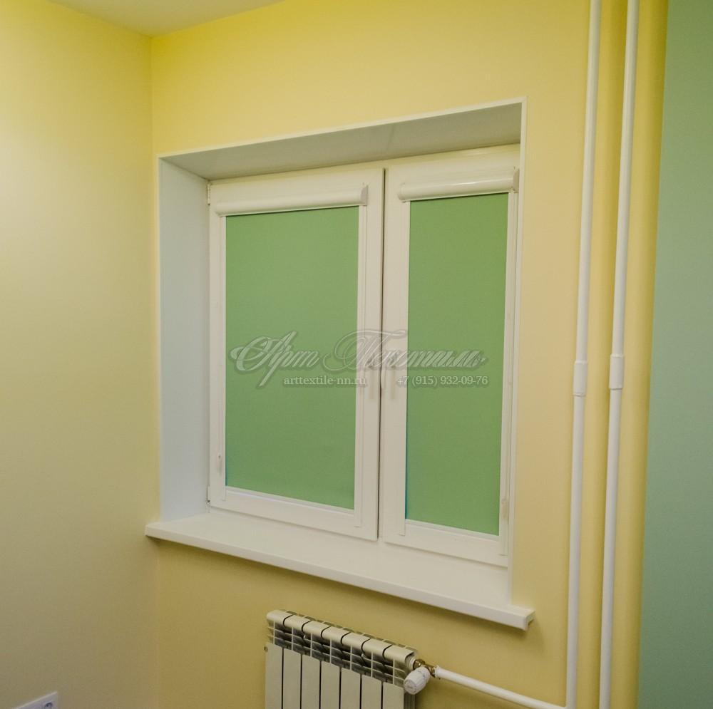 Рулонные шторы система UNI-1, материал блекаут зеленый