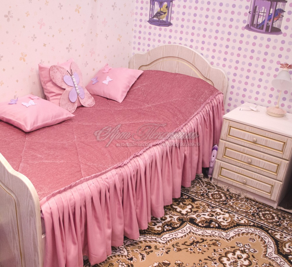 Розовое покрывало для спальни девочки+подушки.Розовое покрывало для спальни девочки