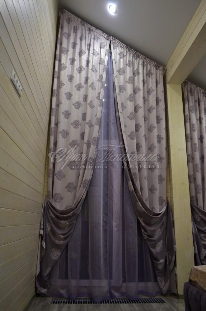 Шторы на косое мансардное окно. Смешанный стиль кантри и классика. Высота 4.3 метра