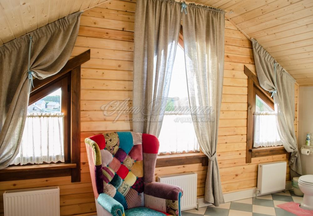 Окна мансардного типа из натурального льна. Ванная комната.