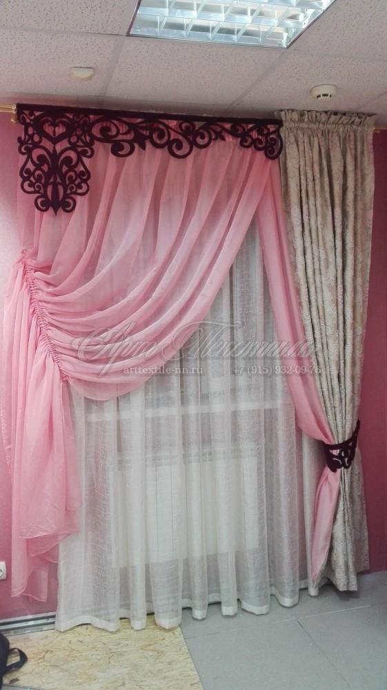 Свадебный салон. Портьера, тюль и ажурный ламбрекен.