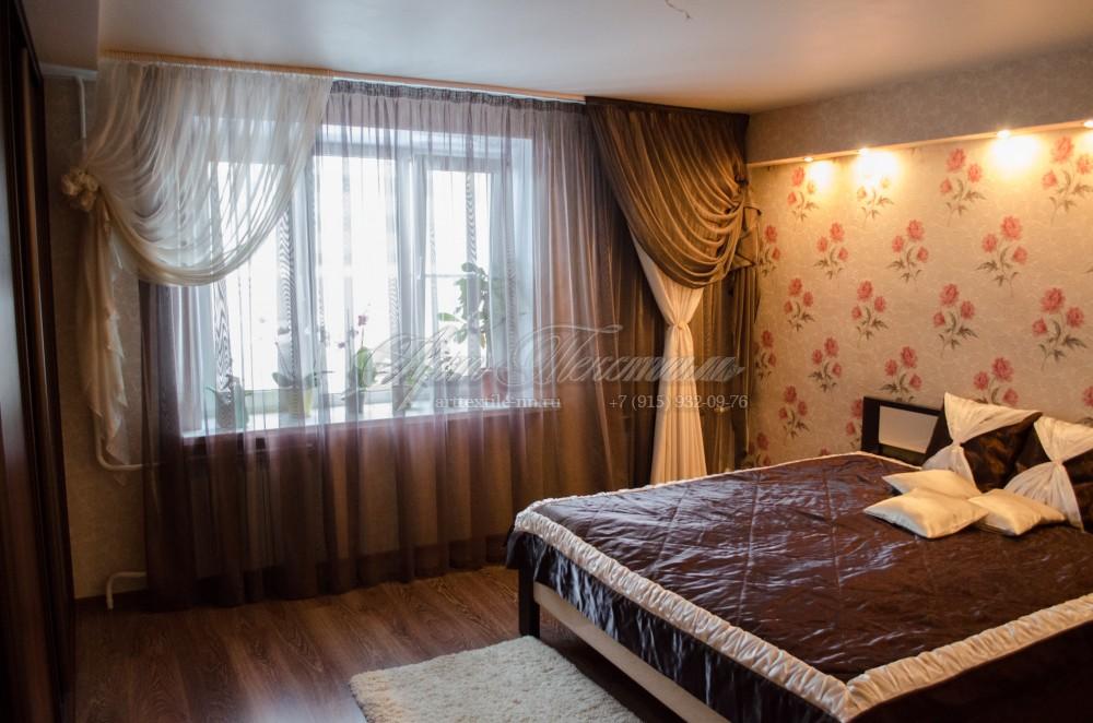 Лёгкие шторы в шоколадных тонах для спальни в стиле модерн