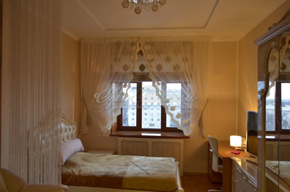 Римская штора для спальни, с декоративной тюльюРимская штора для спальни, с декоративной тюлью