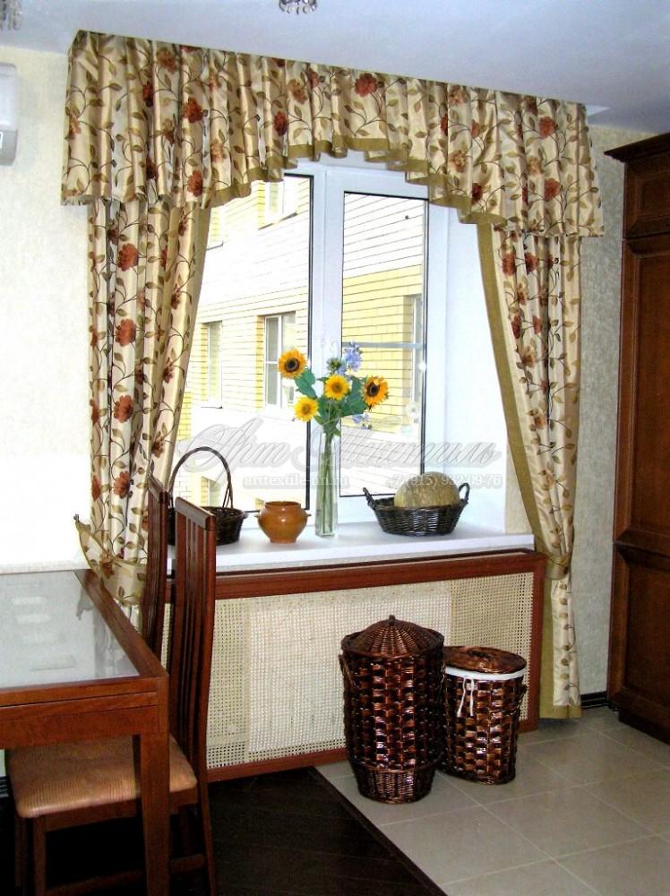 Декоративные шторки для кухни в стиле прованс с ламбрекеном в форме арки.