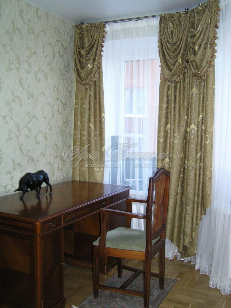 Шторы в кабинет с декоративным ламбрекеном. Антик.