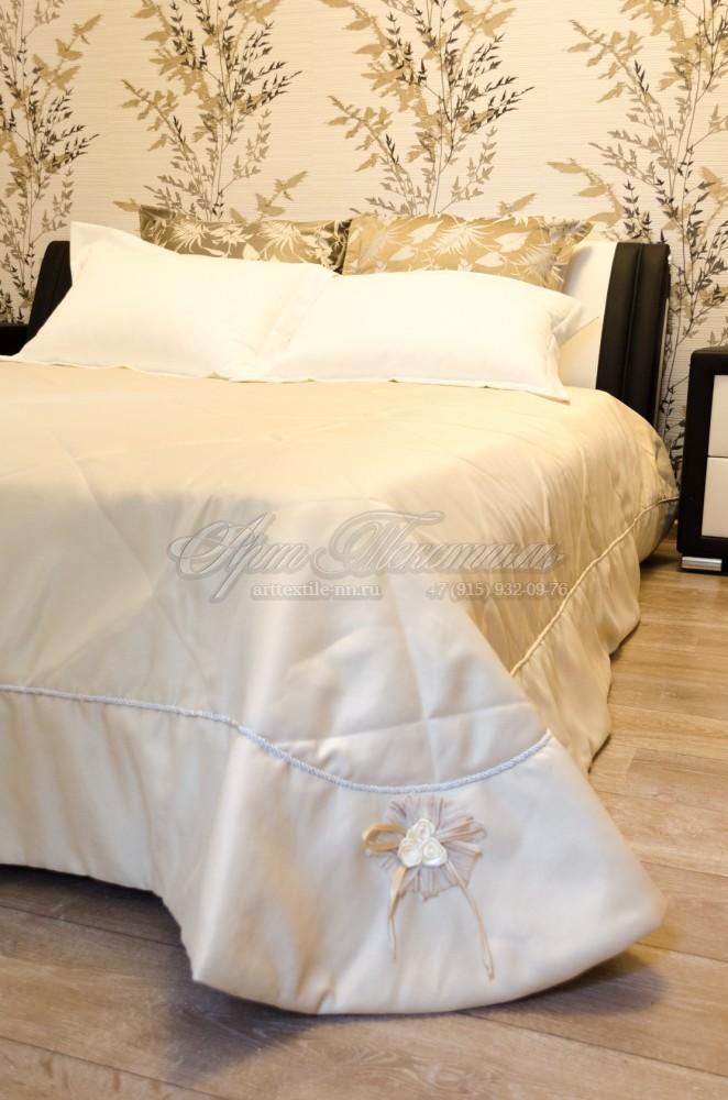 Покрывало для спальни, декорированное цветочной помпозицией