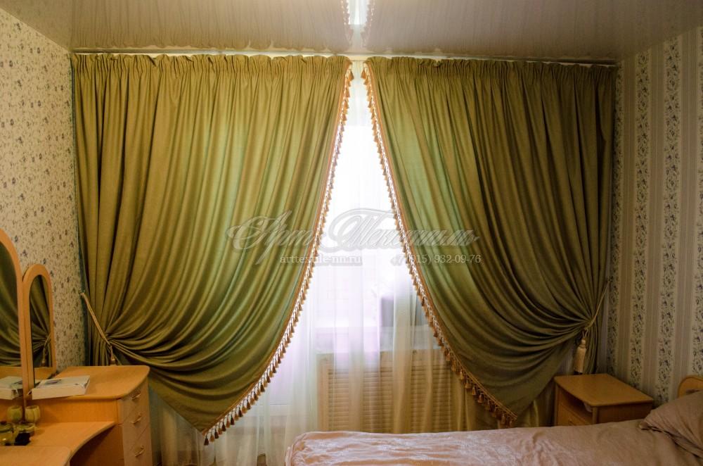 Спальная комната в классическом стиле, зеленые шторы+бахромазеленые шторы, бахрома, классика