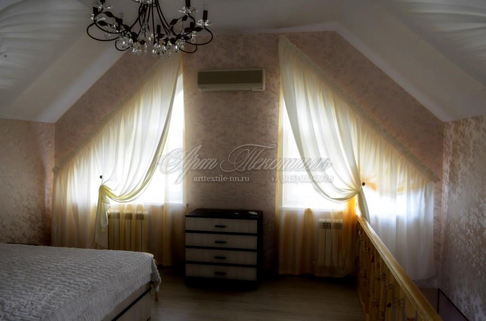 Мансардные косые окна. Спальня.