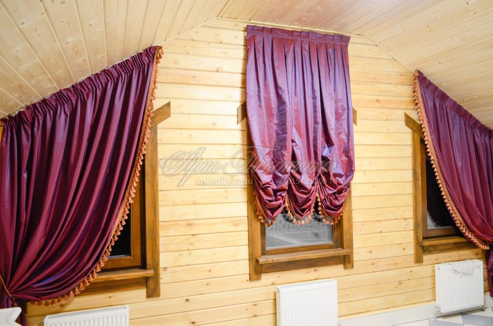 Австрийская штора для ванной комнаты в вишнёвых тонах.