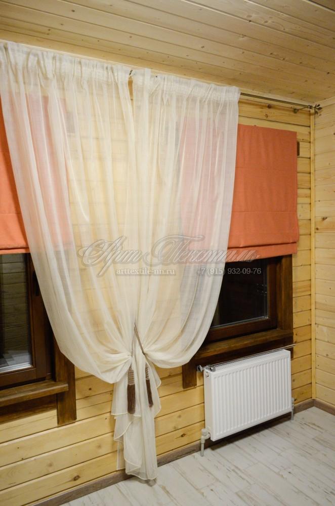 Римские шторы для прихожей с декоративным тюлем.