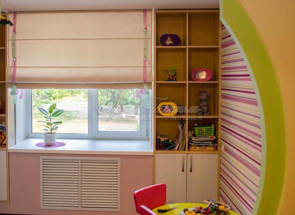 Римская штора для детской комнаты, с атласными лентами.Римская штора, ленты, яркая детская для девочки.