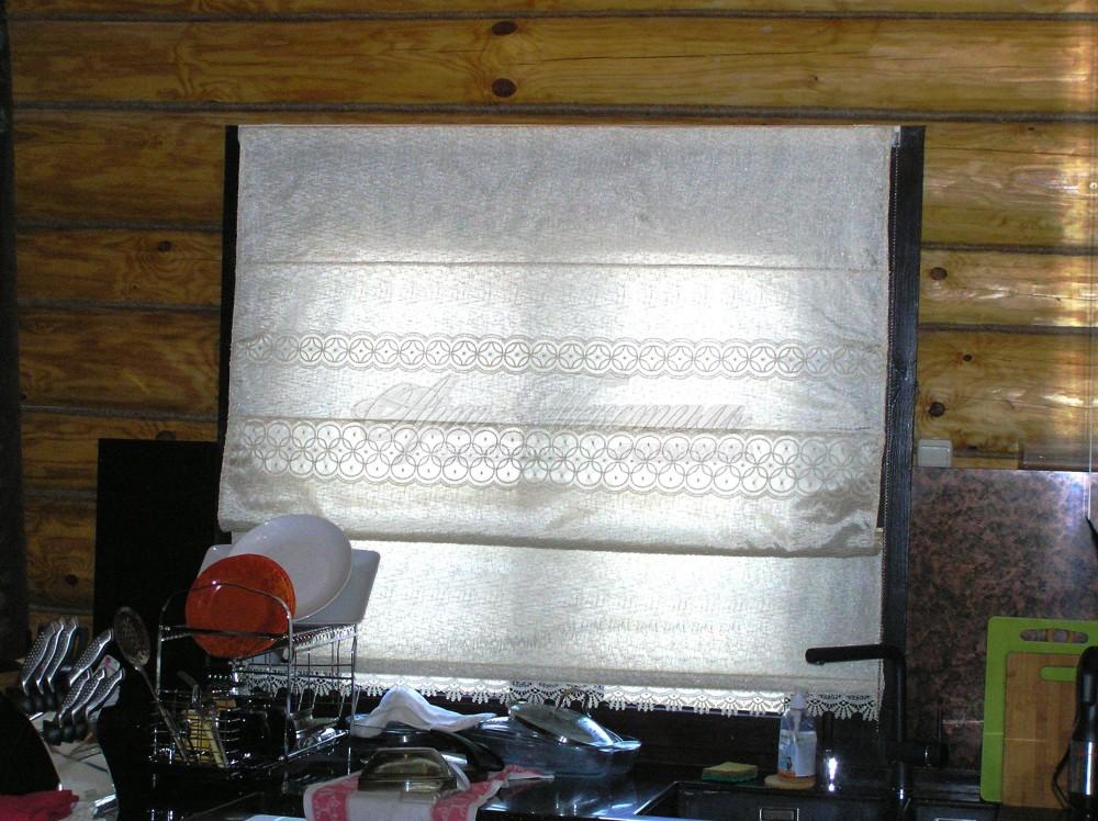 Римская штора в коттедж в деревенском стиле.