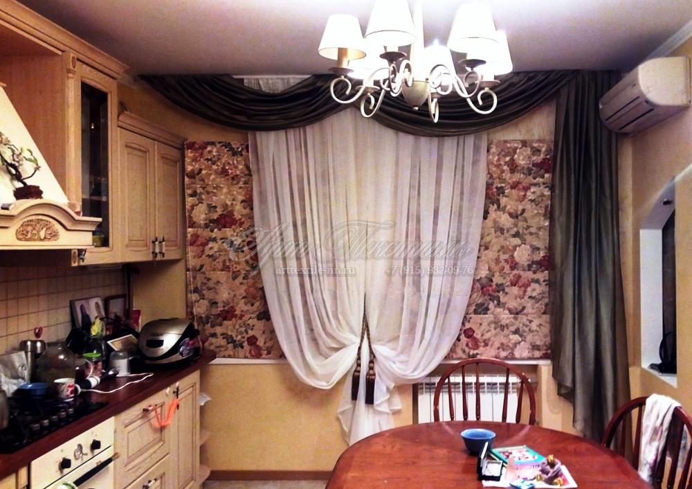 Римская штора для кухни, оформленная перекидом