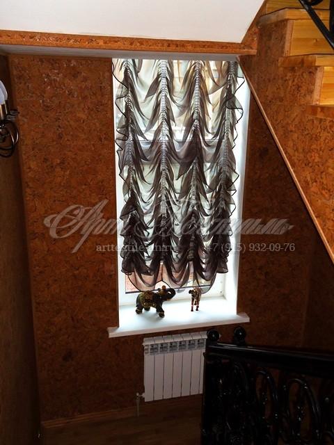 """Маркиза """"венге"""" на высокое окно на лестнице"""